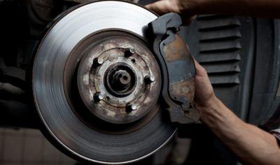Mantenimiento de Vehículos: Sustitución de discos y Pastillas de Freno<br>