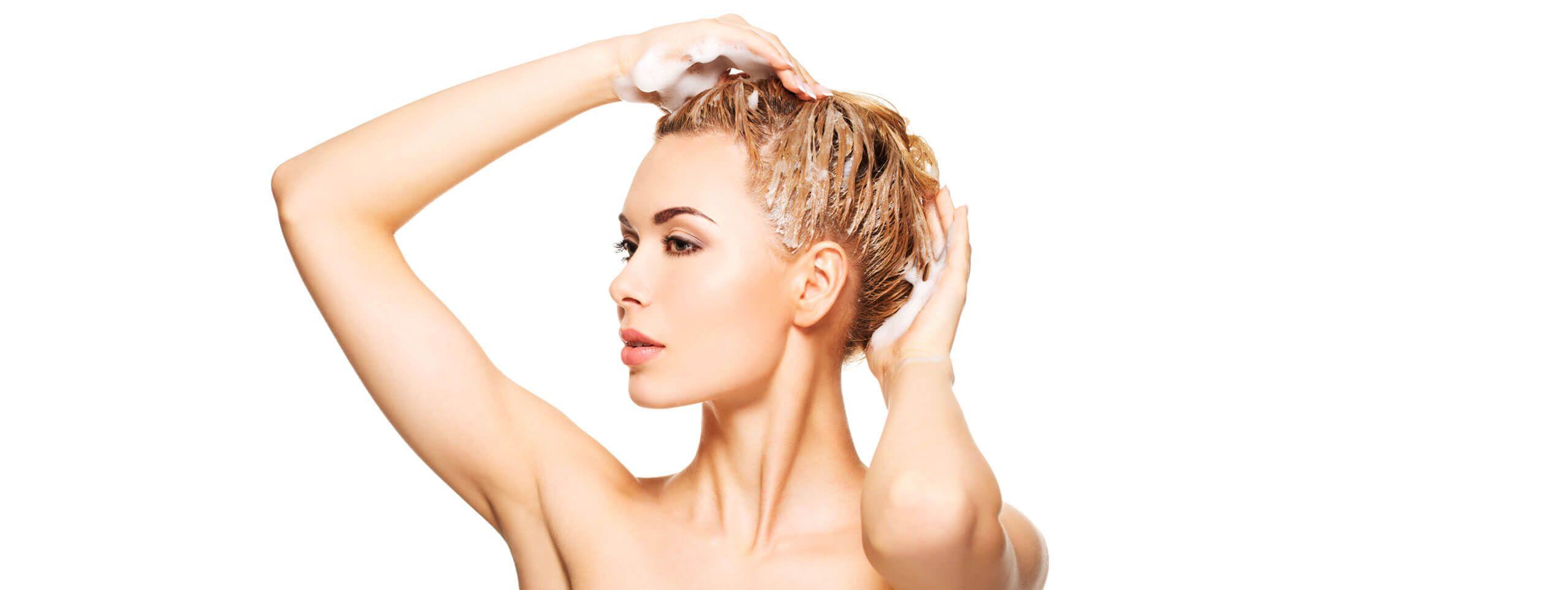Мытье головы шампунем