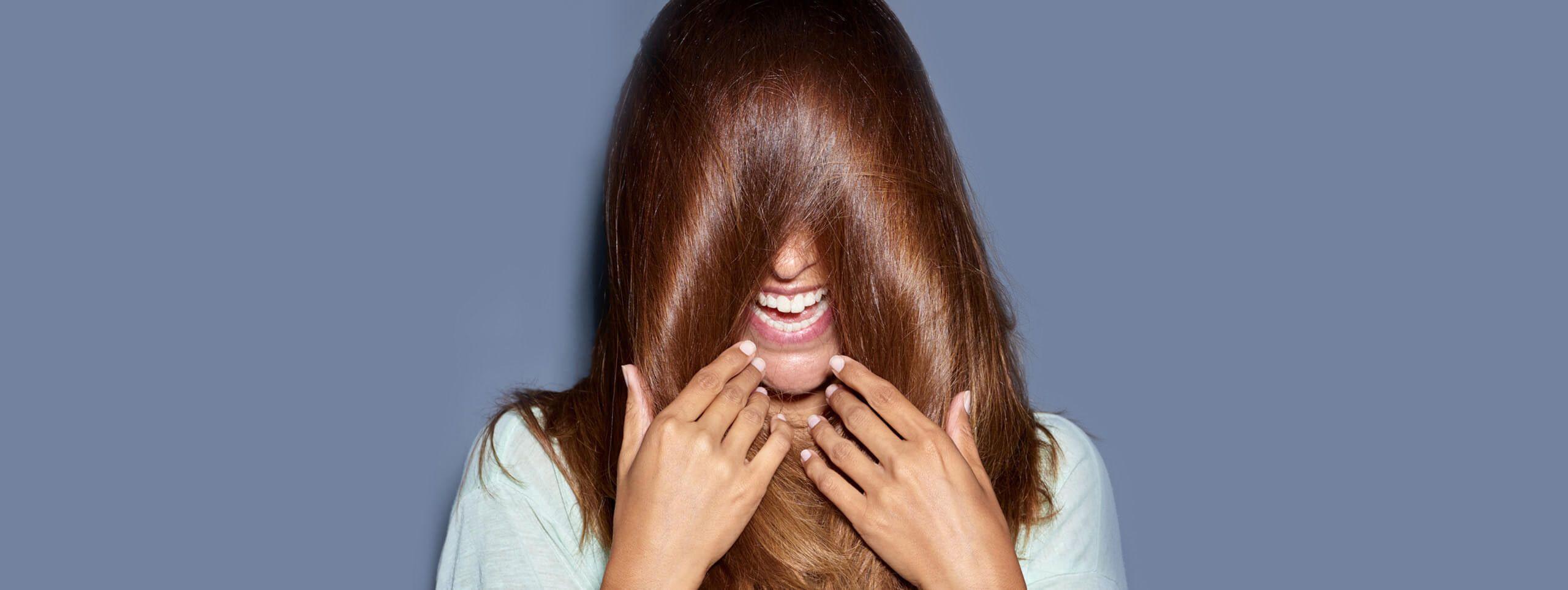 Сияющие каштановые волосы с рыжиной