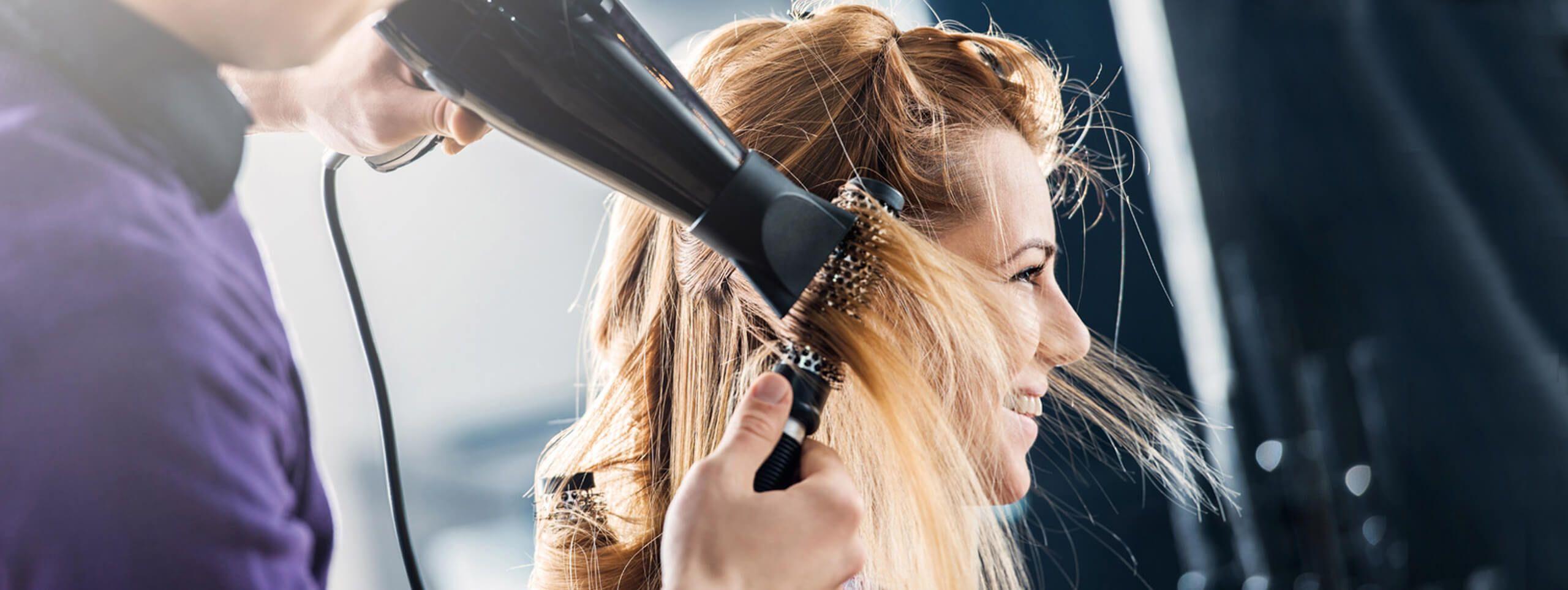 Укладка волос у парикмахера