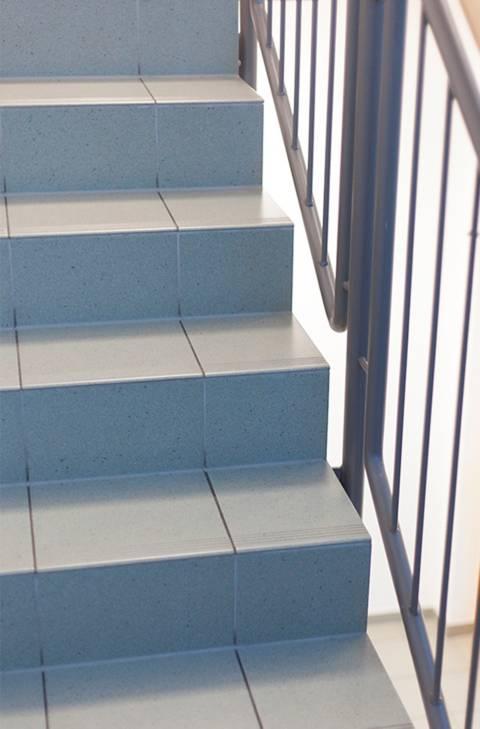 Treppe fliesen