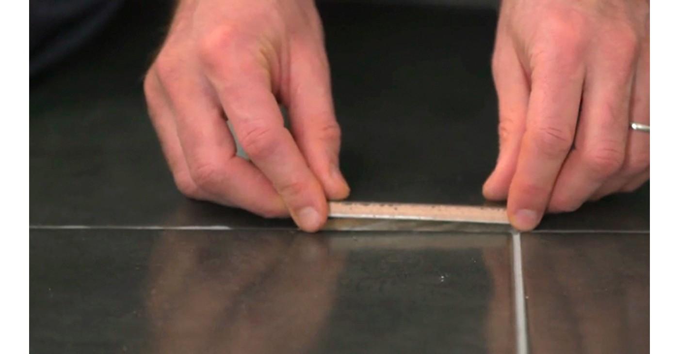 Réparer Un Carreau De Carrelage Fissuré réparer un carreau de carrelage cassé