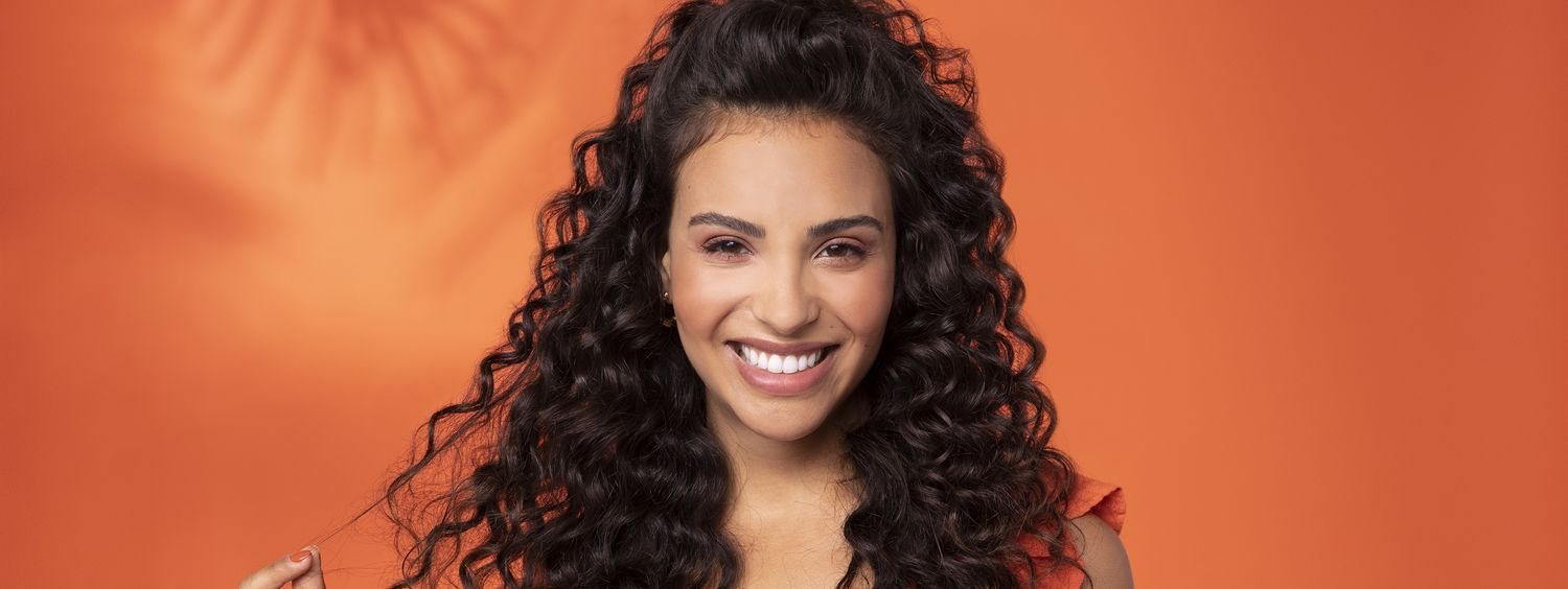 Woman with long curly hair – summer hairstyle