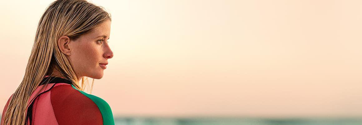 Coloración pelo rubio raya al lado Emma Roberts Demi Lovato
