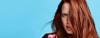 Frau mit langen roten Haaren und Easy Moves Frisur