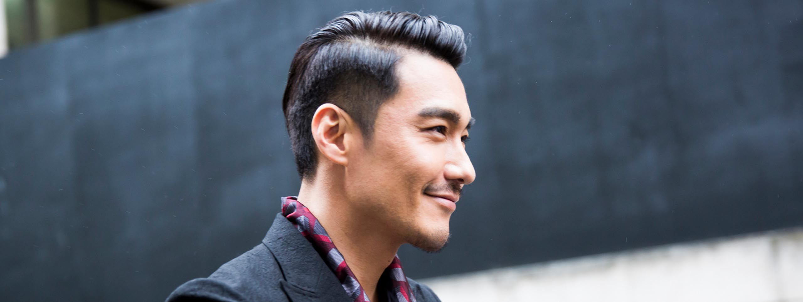 Muškarac sa sidecut frizurom