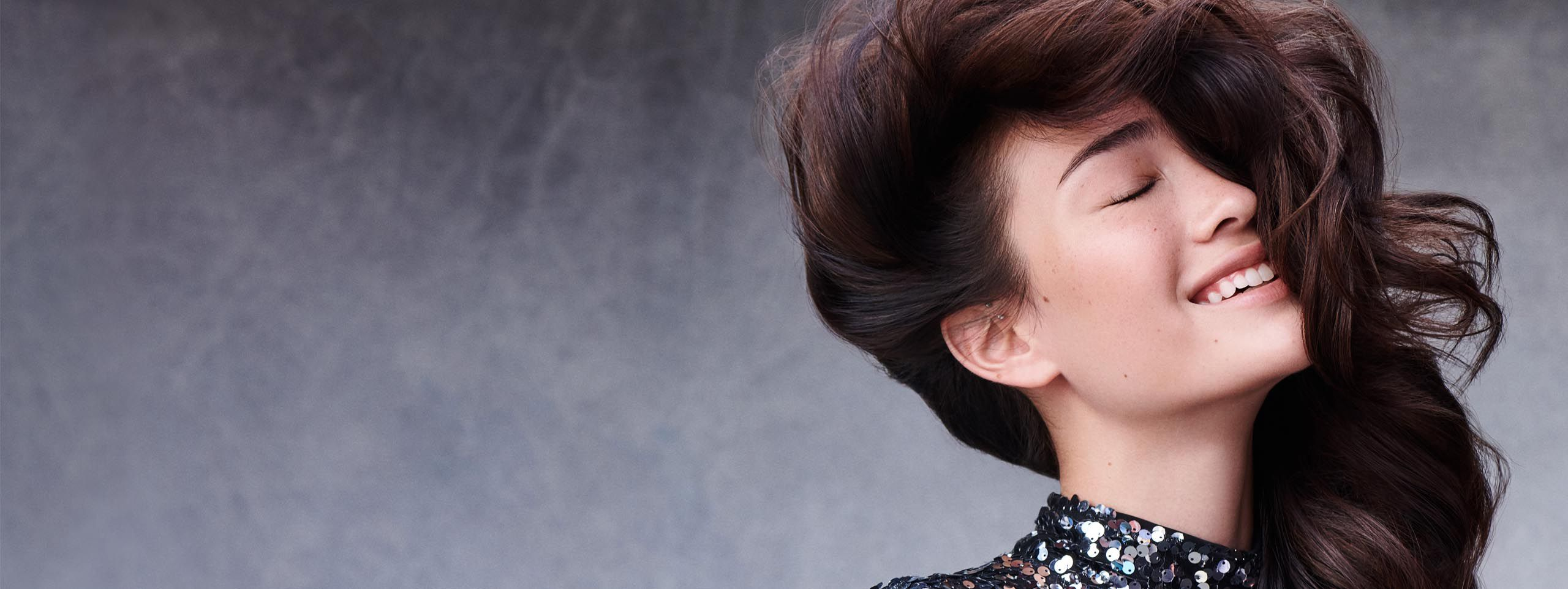 Žena s frizurom WOW Volumen