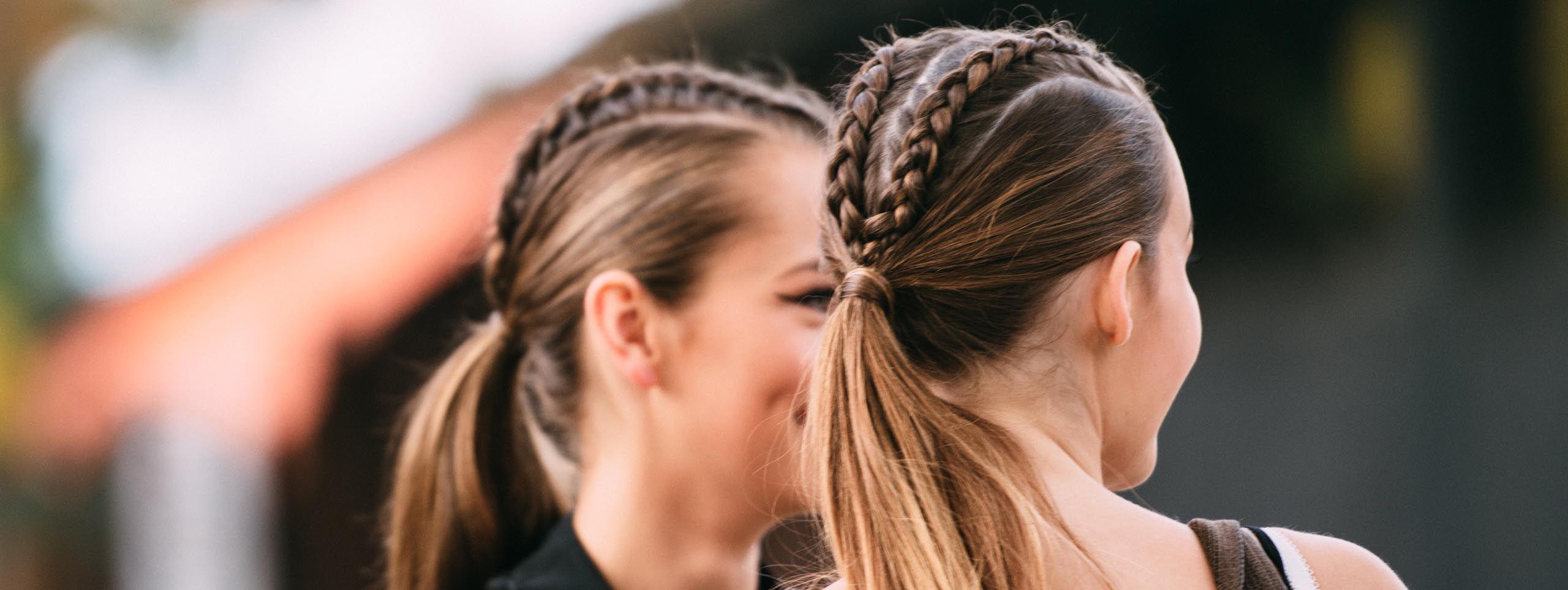 Ženska s spletenimi lasmi