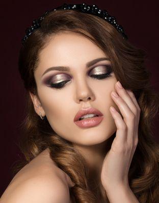 model glitter eyes