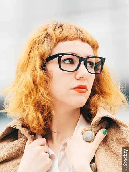 Portrait de femme aux cheveux orange