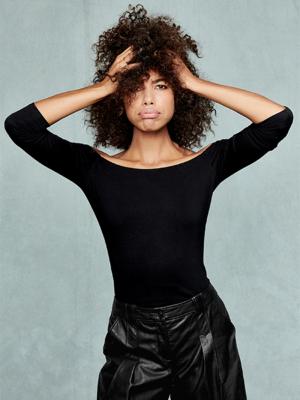 Model Doreen mit Naturlocken