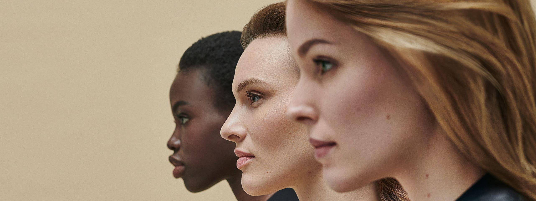 Modelos pasarela pelo largo color castaño diferentes tonos