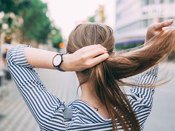 Kobieta o gęstych włosach