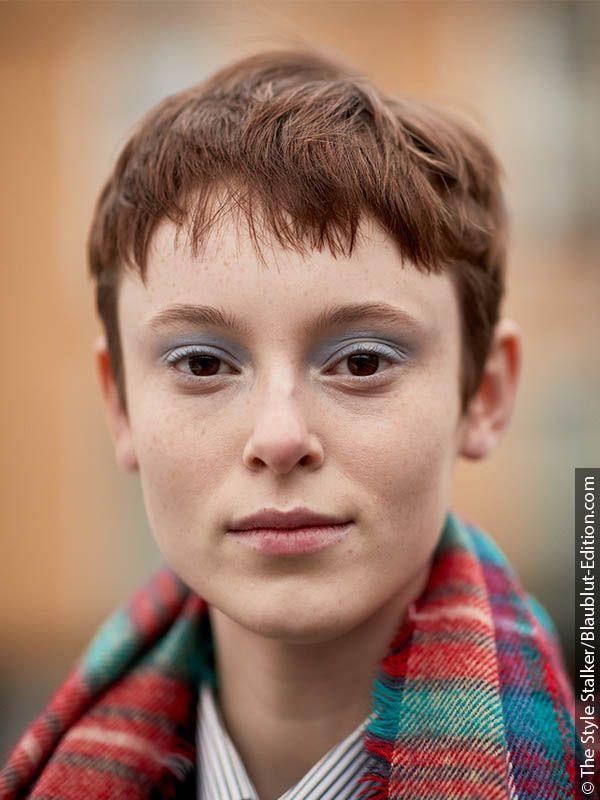 Žena sa piksi frizurom -  kratka frizura