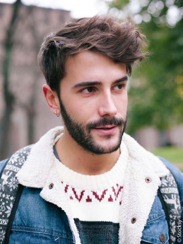 Ragazzo con capelli corti scompigliati e barba corta