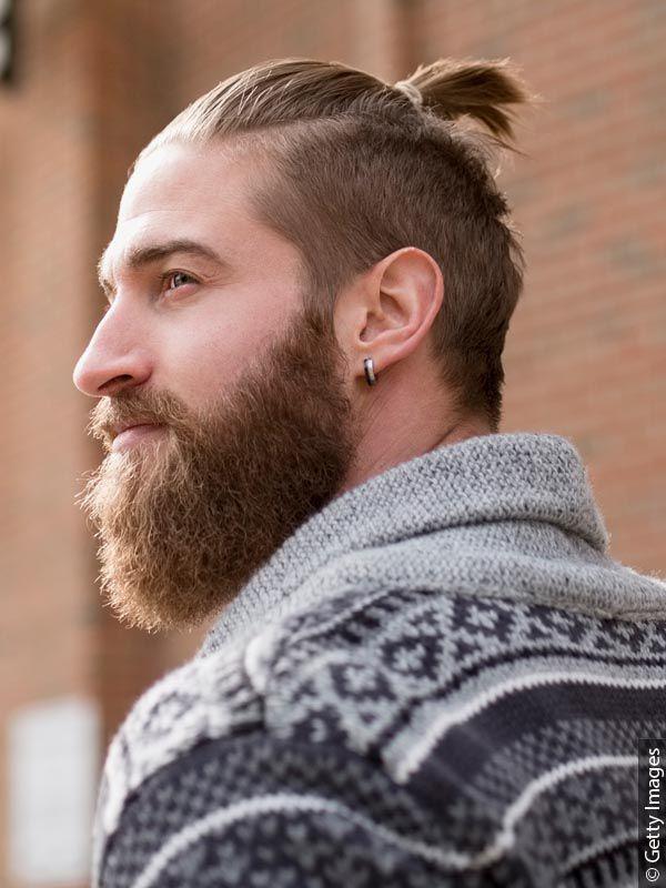 Muškarac sa gustom bradom