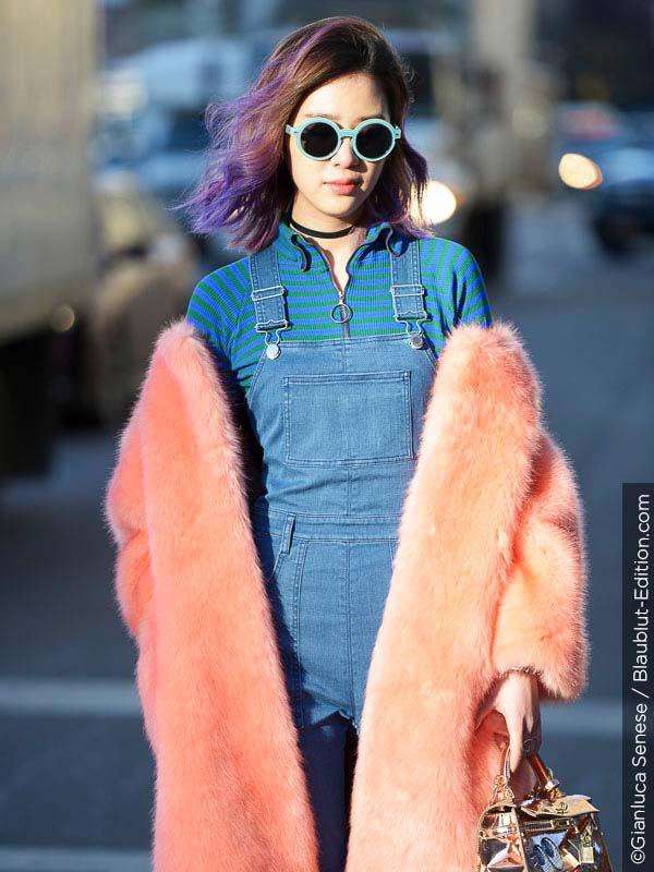Mladá žena s dobrodružnými barevnými vlasy