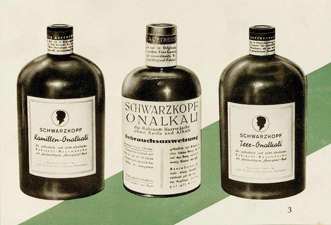 Láhve prvního Schwarzkopfu na mytí vlasů.