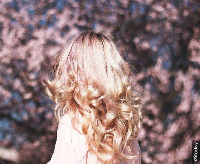 Valoviti lasje v odtenku biserno blond