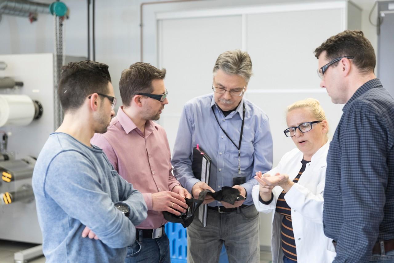 Diálogos cara a cara com os formadores, que têm muitos anos de experiência prática, formam o núcleo do curso de formação