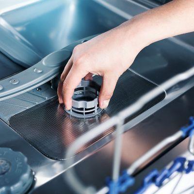 Jak wyczyścić zmywarkę w czterech prostych krokach
