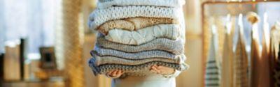 Frau mit winterlichen Decken