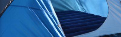 Luftmatratze in einem Zelt