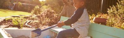 So kannst du einen Sandkasten reinigen... und ihn immer sauber halten!