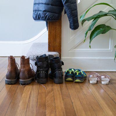 4 Paar horizontal aufgestellte Schuhe