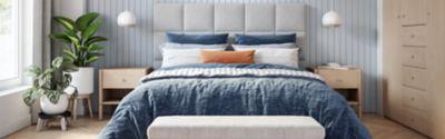 Petrolfarbene Matratze in einem Schlafzimmer