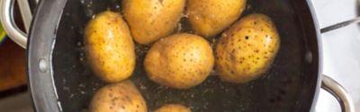 Kartoffel in kochendem Wasser