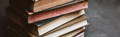 Schneckenförmig angeordnete Bücher
