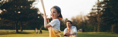 Vater und Kind spielen Baseball