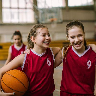 3 girls playing basketball