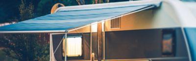 Blaues Wohnwagenvordach
