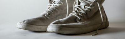 washing dirty white sneakers