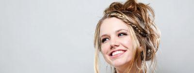 Article-Hero-2560x963-12-Banana-Updo-Banana-Clip-Hair-Glamour-Sophistication-wcms-us