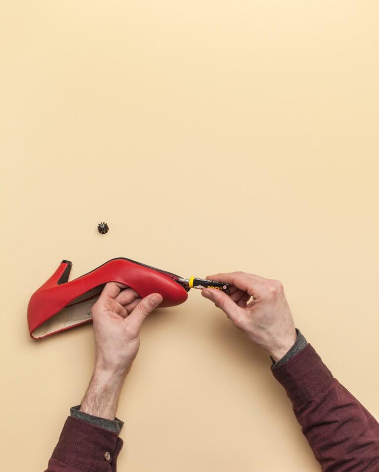 Réparer un talon ou coller une semelle de chaussure