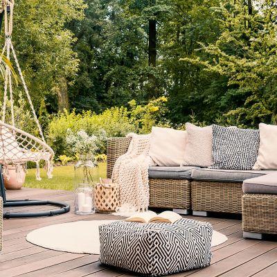 Stoffe für den Außenbereich: Welche eignen sich am besten für Balkon und Terrasse und wie werden sie gereinigt?