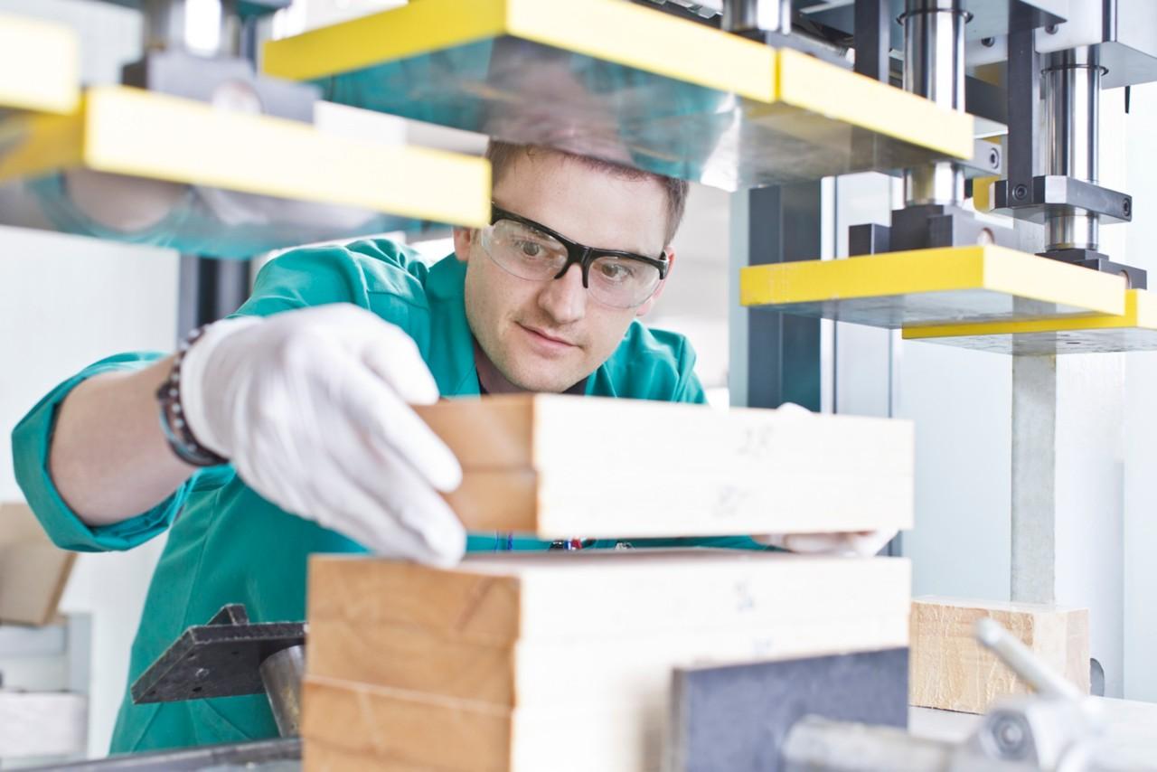 Contact Henkel concernant le bois composite
