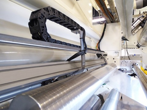Qualität im laufenden Betrieb sichern: Henkels LIOSCAN Beschichtungs-Gewichtsmesssystem