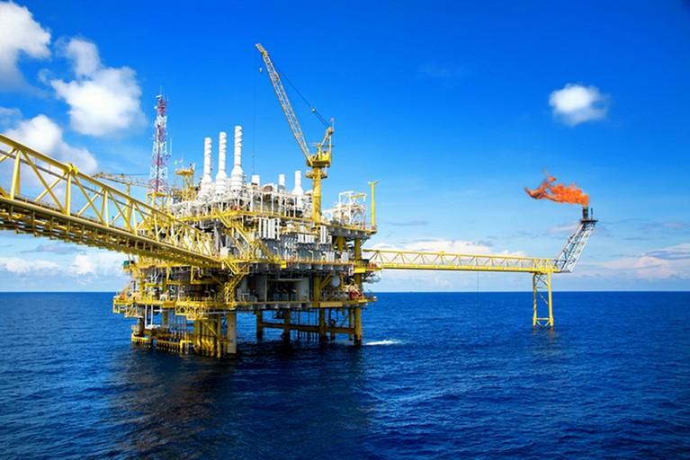 Naftna in plinska platforma na morju