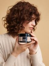 NOvel Comfort Salon Look Model Holds Chroma ID Milk Chocolate Bonding Mask