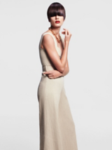 Back to Classics Model In Long Cream Dress