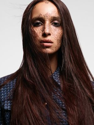 Essential Looks Back to Classics Model With Long Straight Brunette Hair