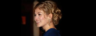 actress-with-jewelled-hairstyle
