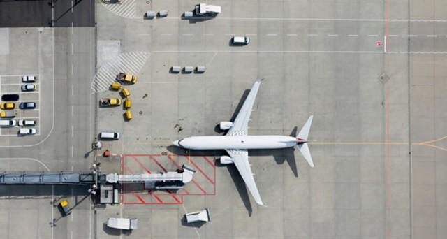 飞机在地面上的鸟瞰图