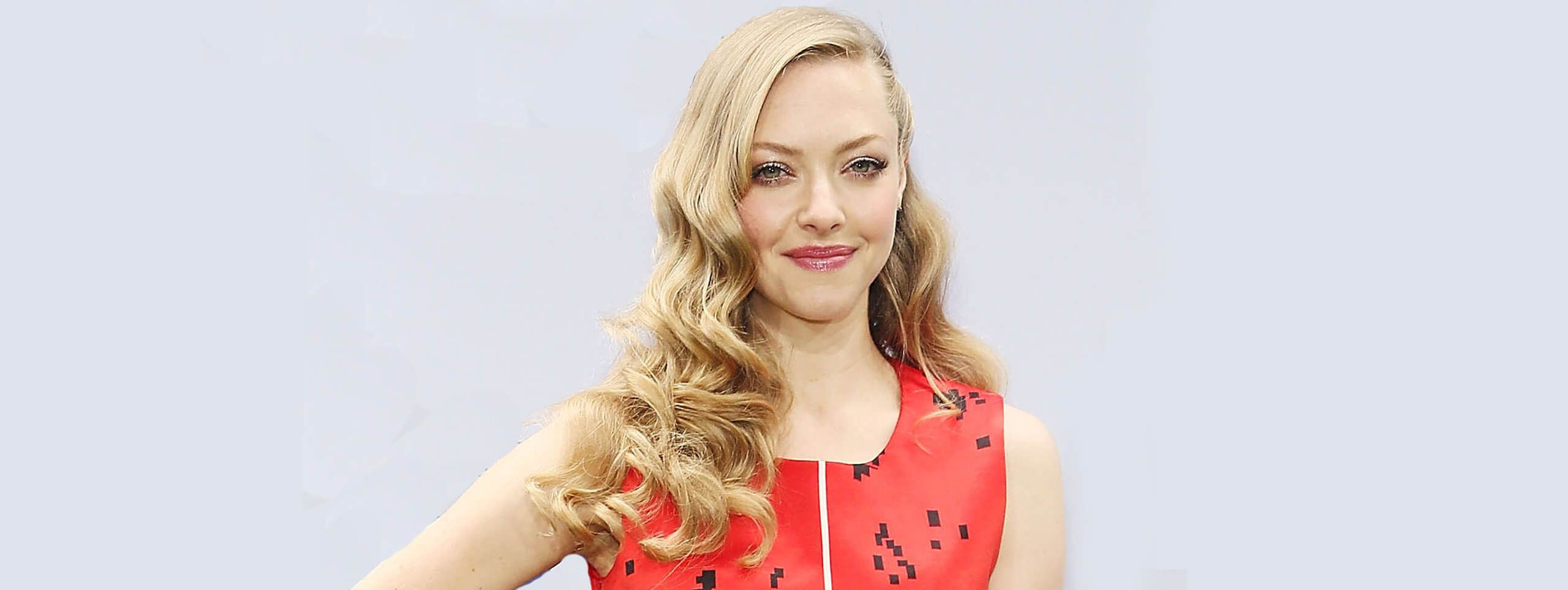 Amanda Seyfried queue-de-cheval asymétrique