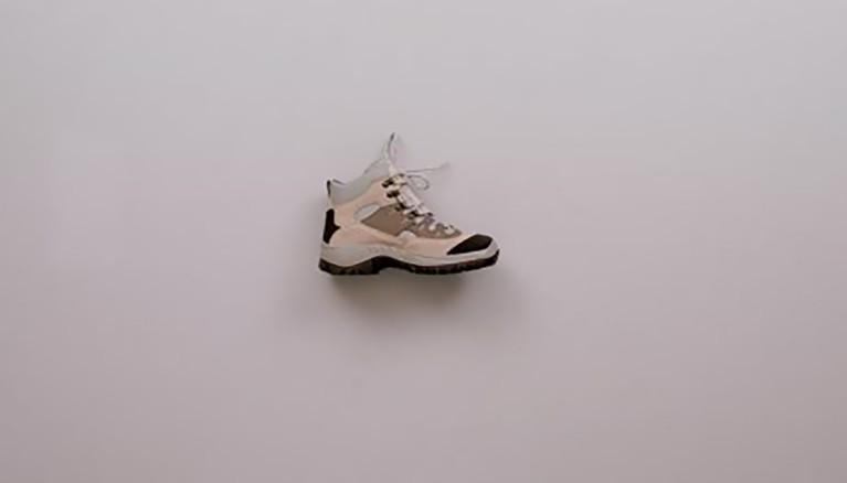 Arreglar la suela de un zapato de invierno