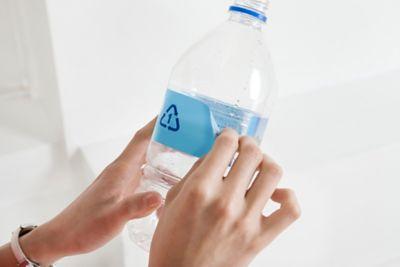 Klebereste entfernen Plastikflasche